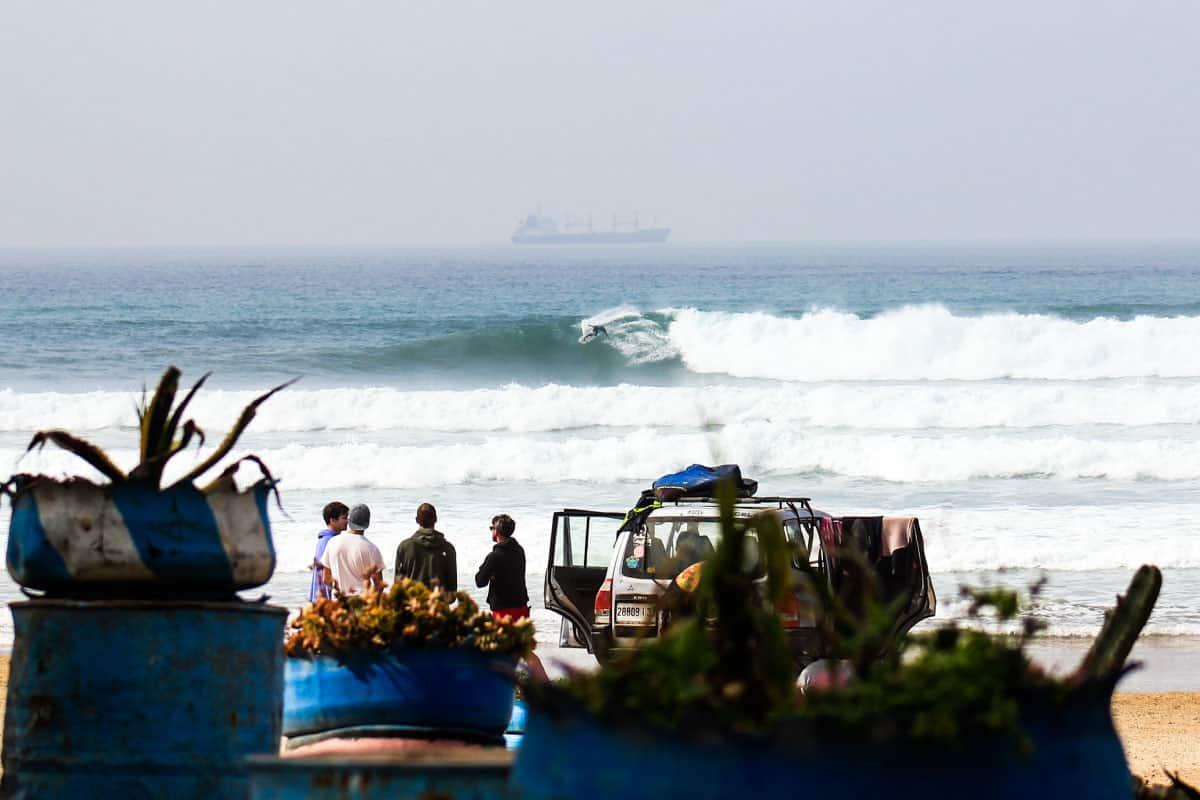 SURFERS-B&B-bluewaves