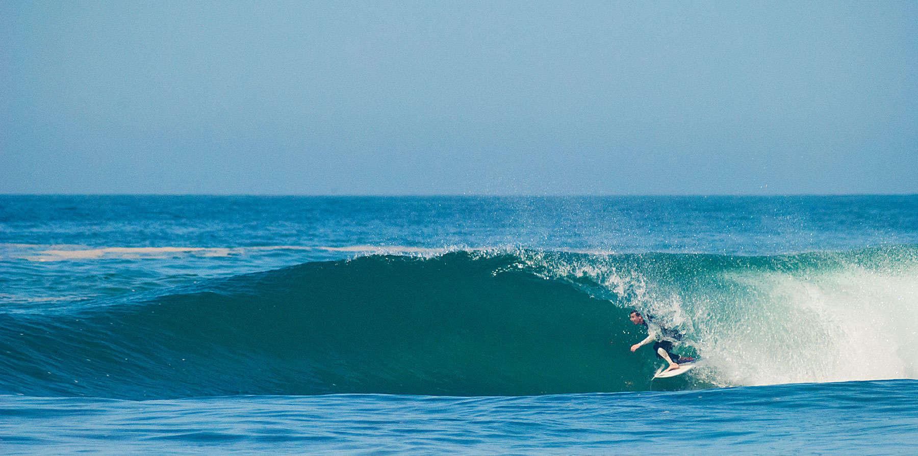 dia de surf en blue waves