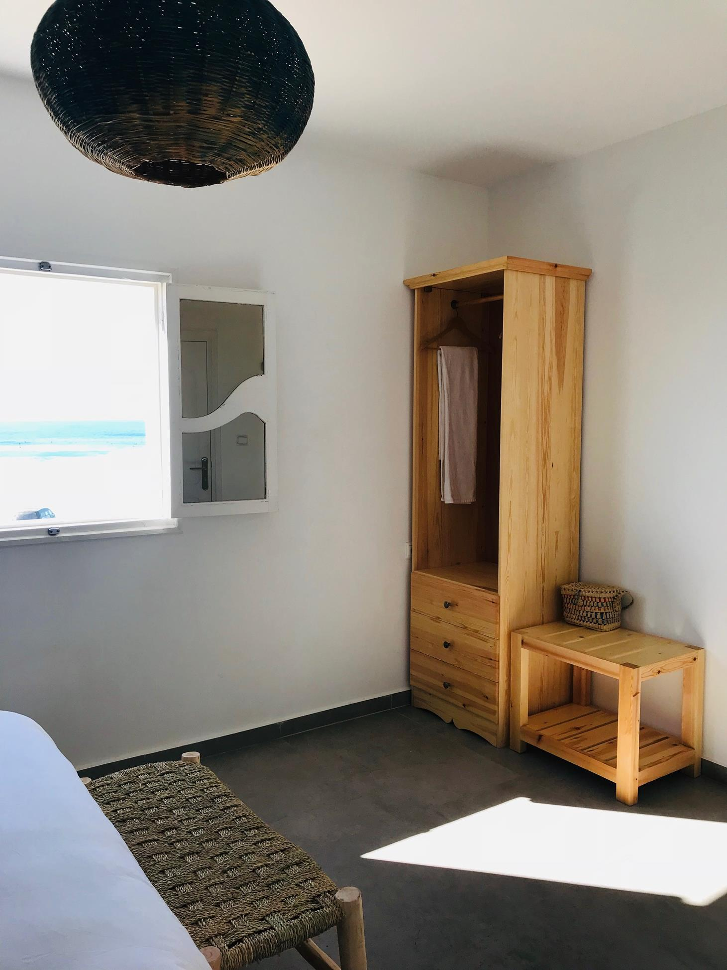 blue-waves-surf-house-anza-deluxe-room (5)