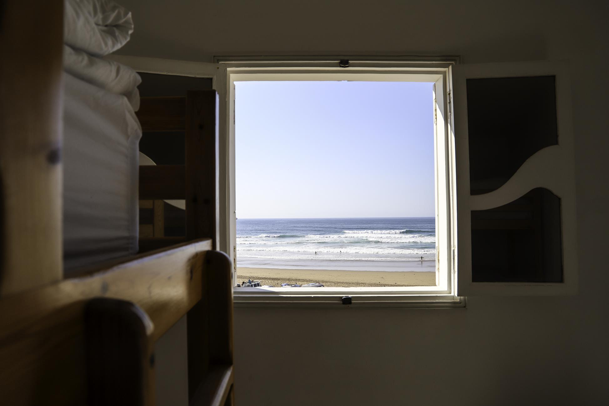 Blue-waves-surf-house-anza-shared-room (2)